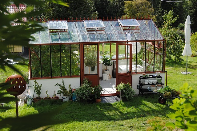 plant protection using a greenhouse